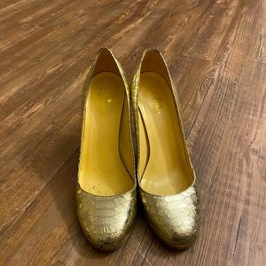 Kate Spade golden round toe pumps